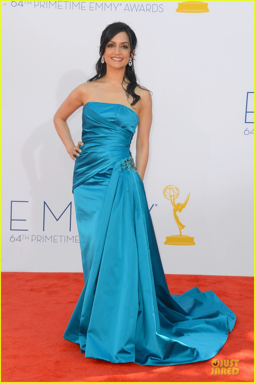 julianna margulies archie panjabi emmy awards 032727370