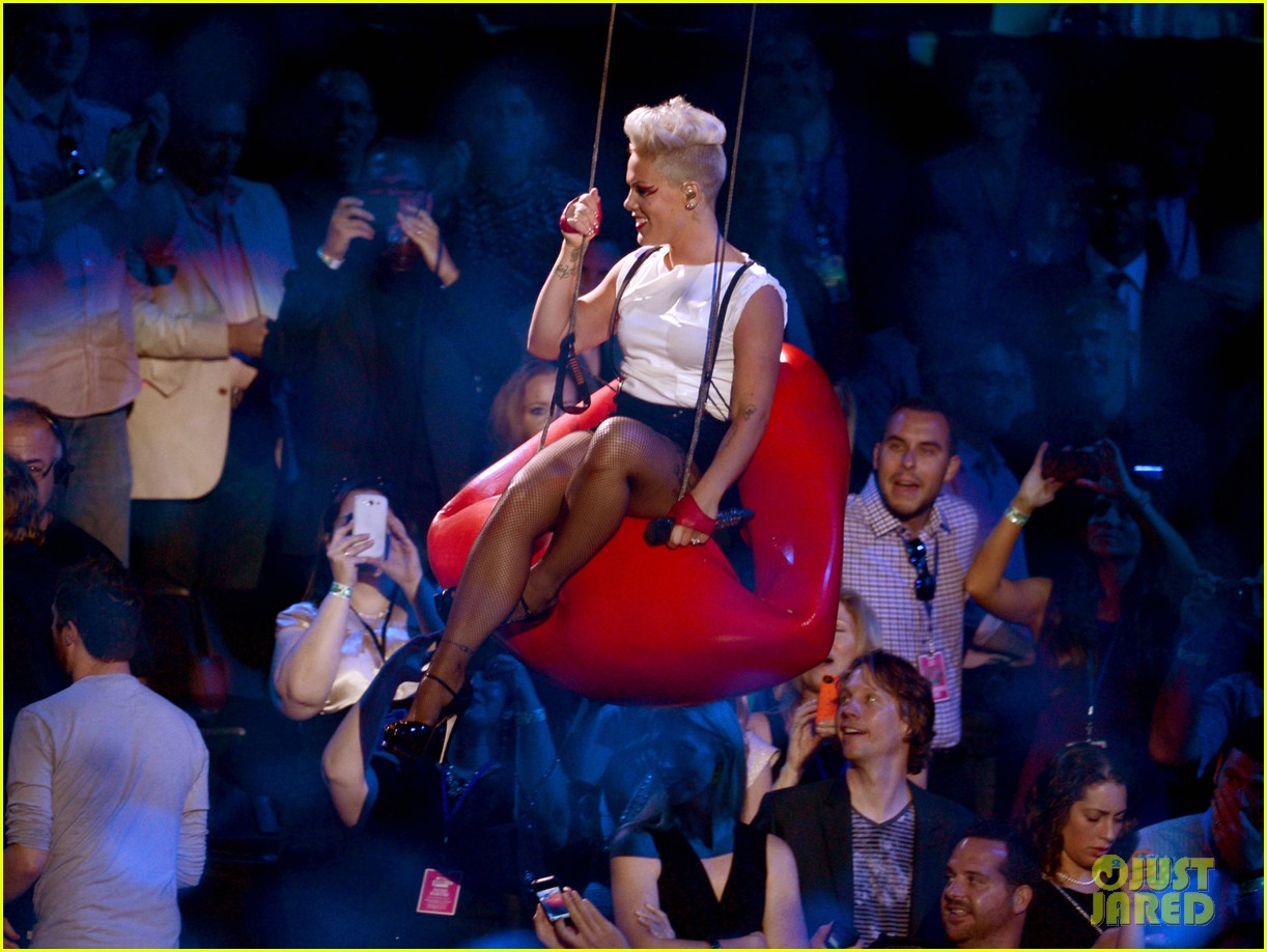 pinks mtv vmas performance 2012 watch now 01