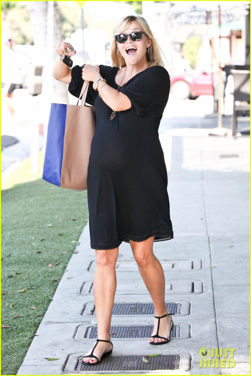 reese witherspoon ice cream shopping 032719077