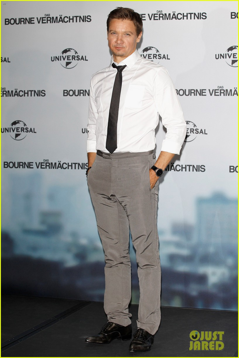 jeremy renner bourne legacy berlin photo call 01