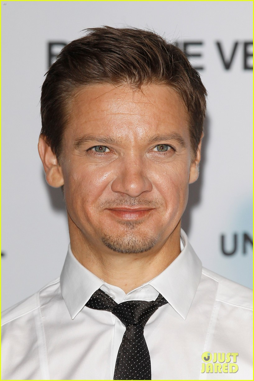 jeremy renner bourne legacy berlin photo call 02
