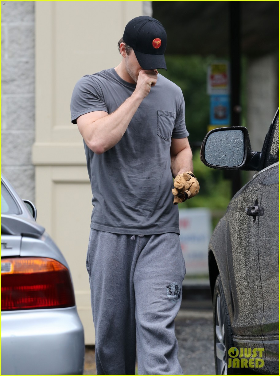 ryan reynolds post wedding workout 02