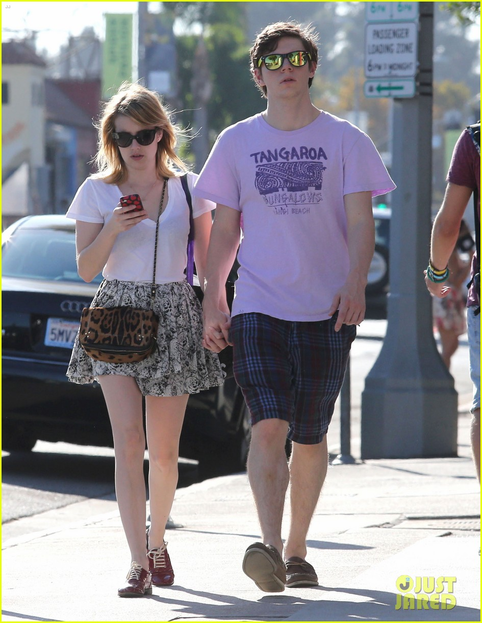 emma roberts evan peters holding hands on melrose 01