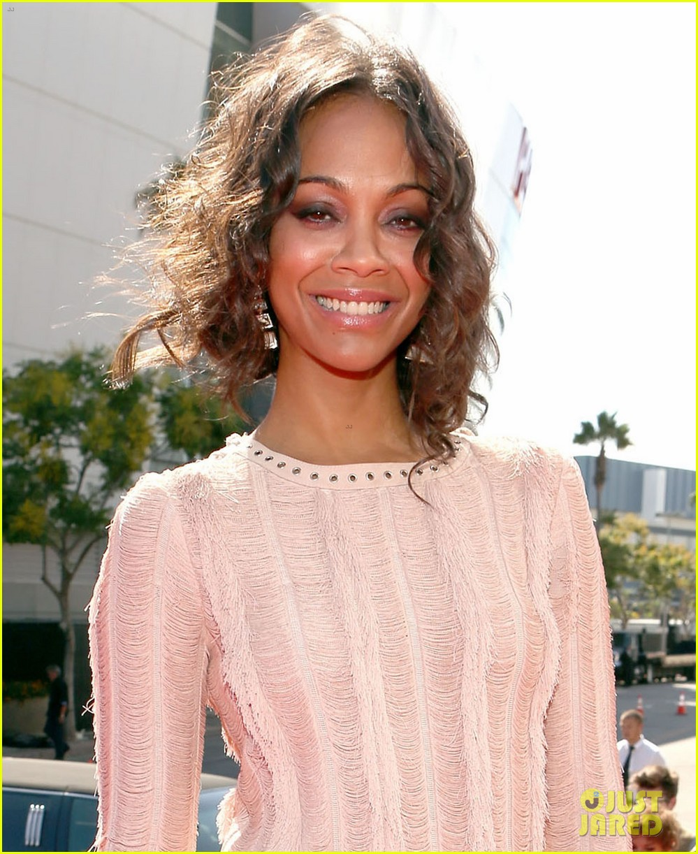 zoe saldana mtv vmas 2012 red carpet 04