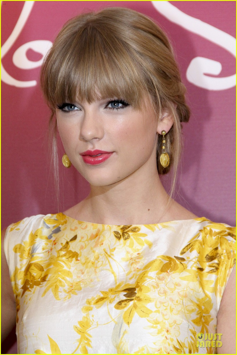 Taylor Swift Makes Billboard History Again!: Photo 2721232 ...