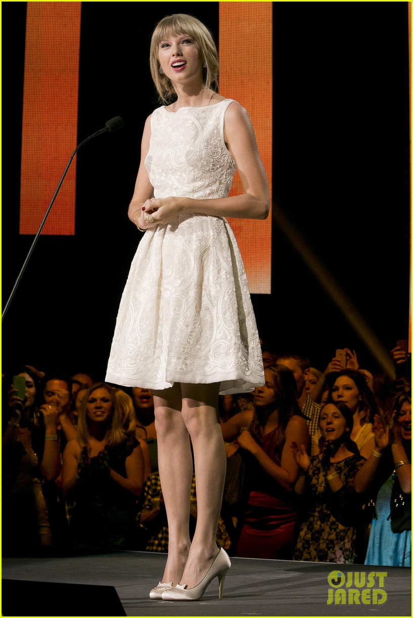 taylor swift canadian country music awards 05