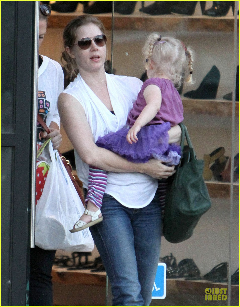 amy adams little next door restaurant with aviana 05