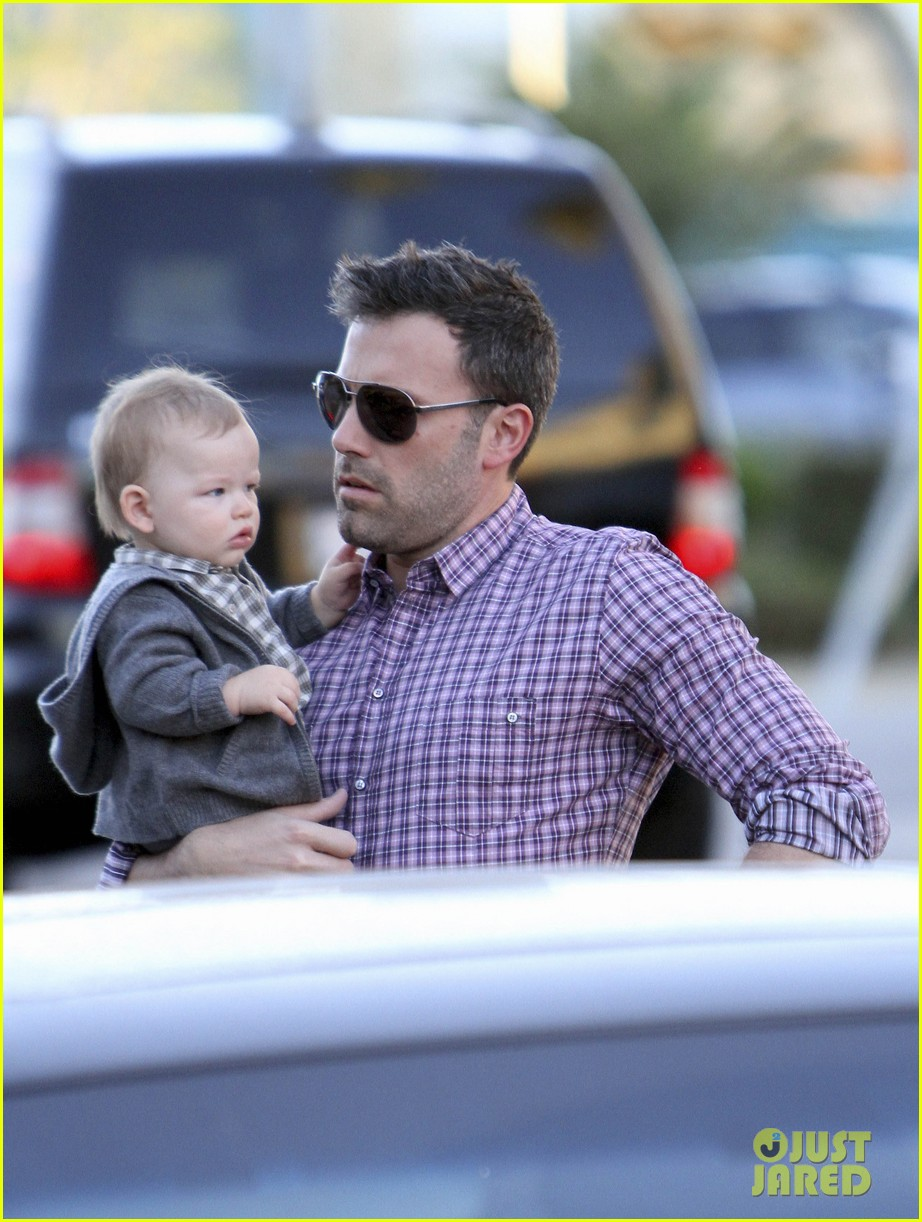 ben affleck jennifer garner family dinner with the kids 07