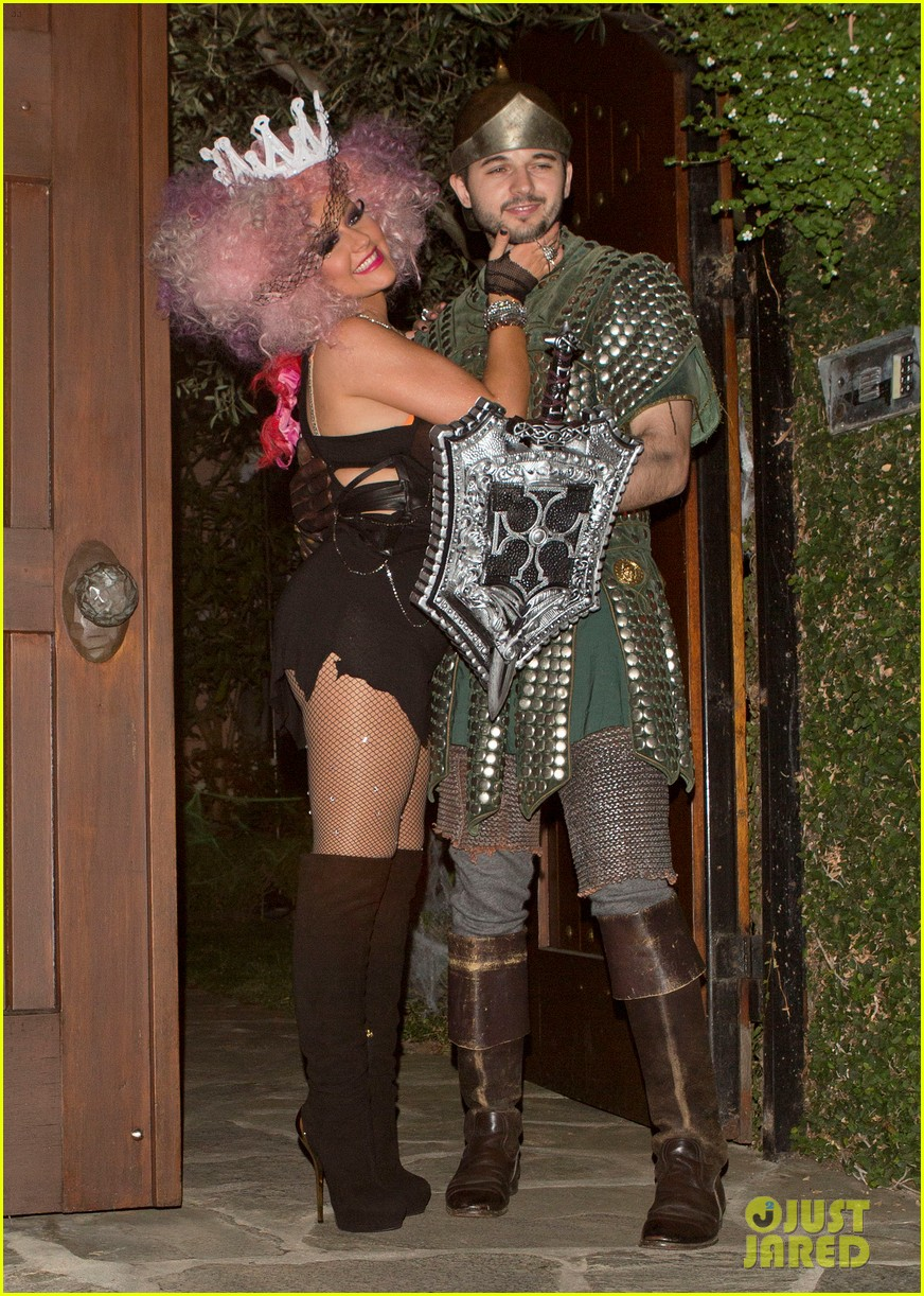 christina aguilera halloween party with matthew rutler 05 Celebrity Halloween Costume and Party