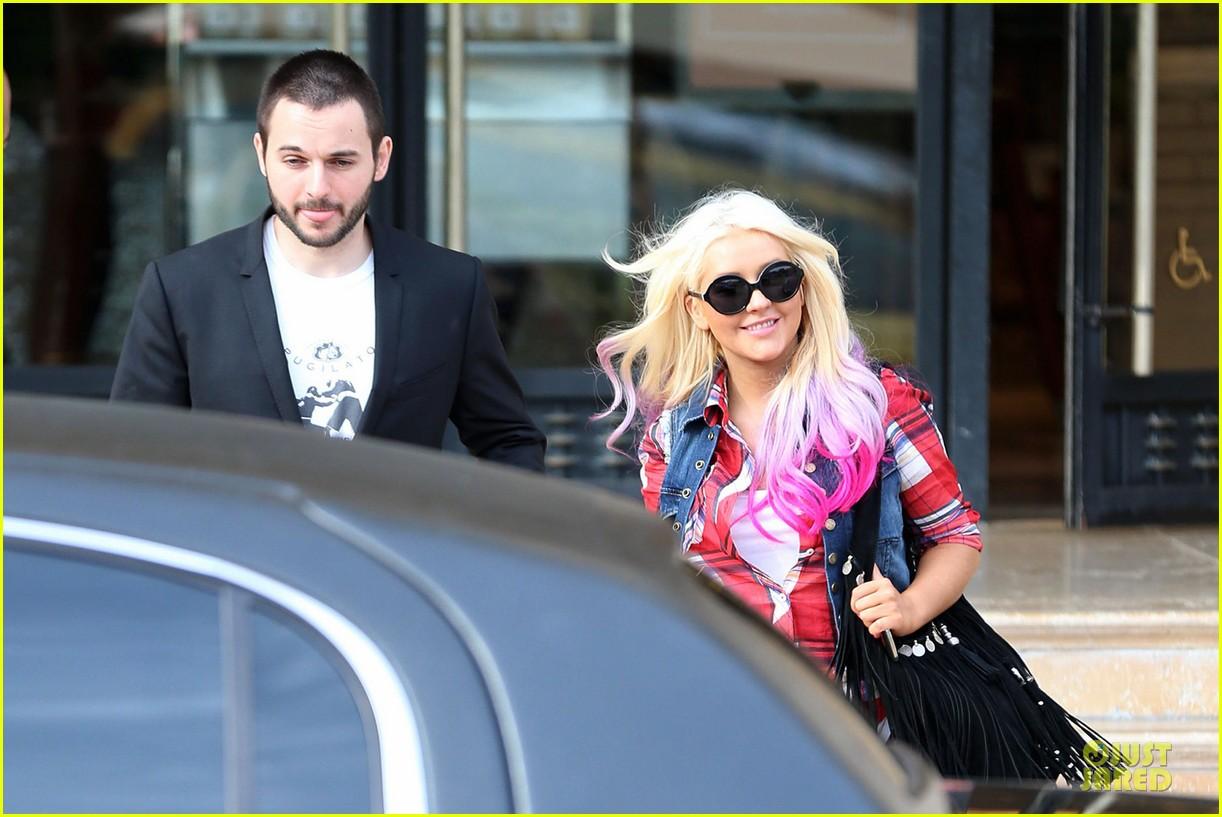 [Fotos] Christina Aguilera -  Beverly Hills 09/10/2012 Christina-aguilera-american-music-award-performer-06