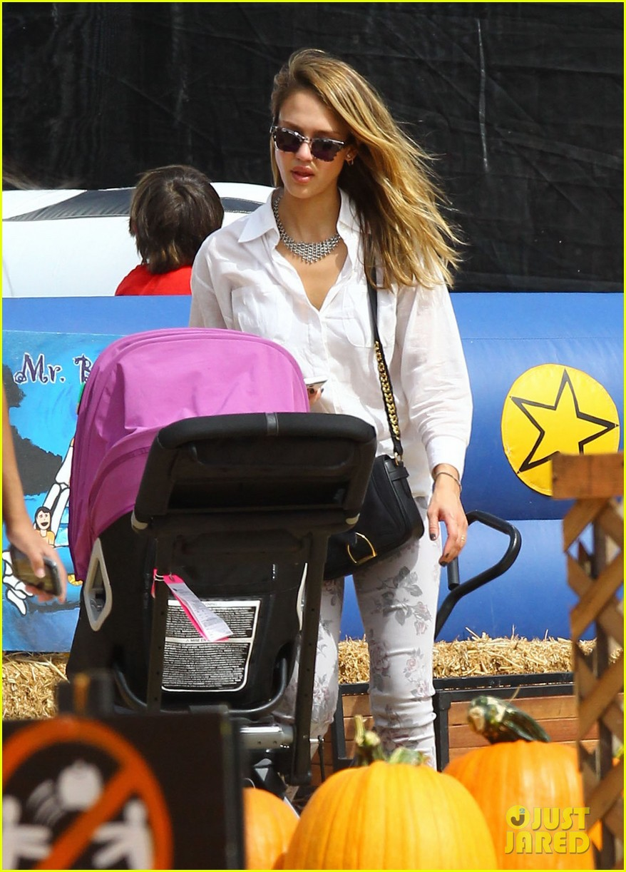 jessica alba cash warren pumpkin patch with the girls 232734287