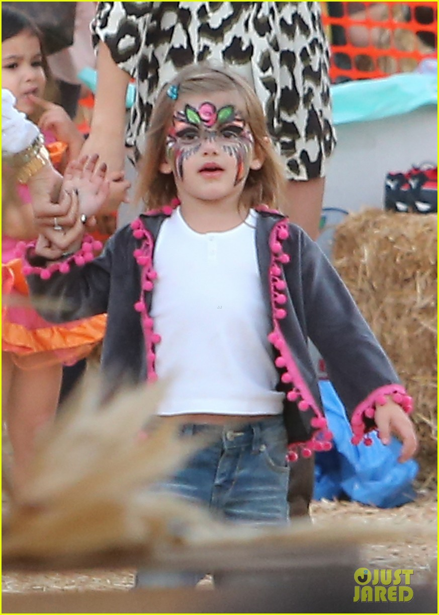 alessandra ambrosio mr bones pumpkin patch visit 02