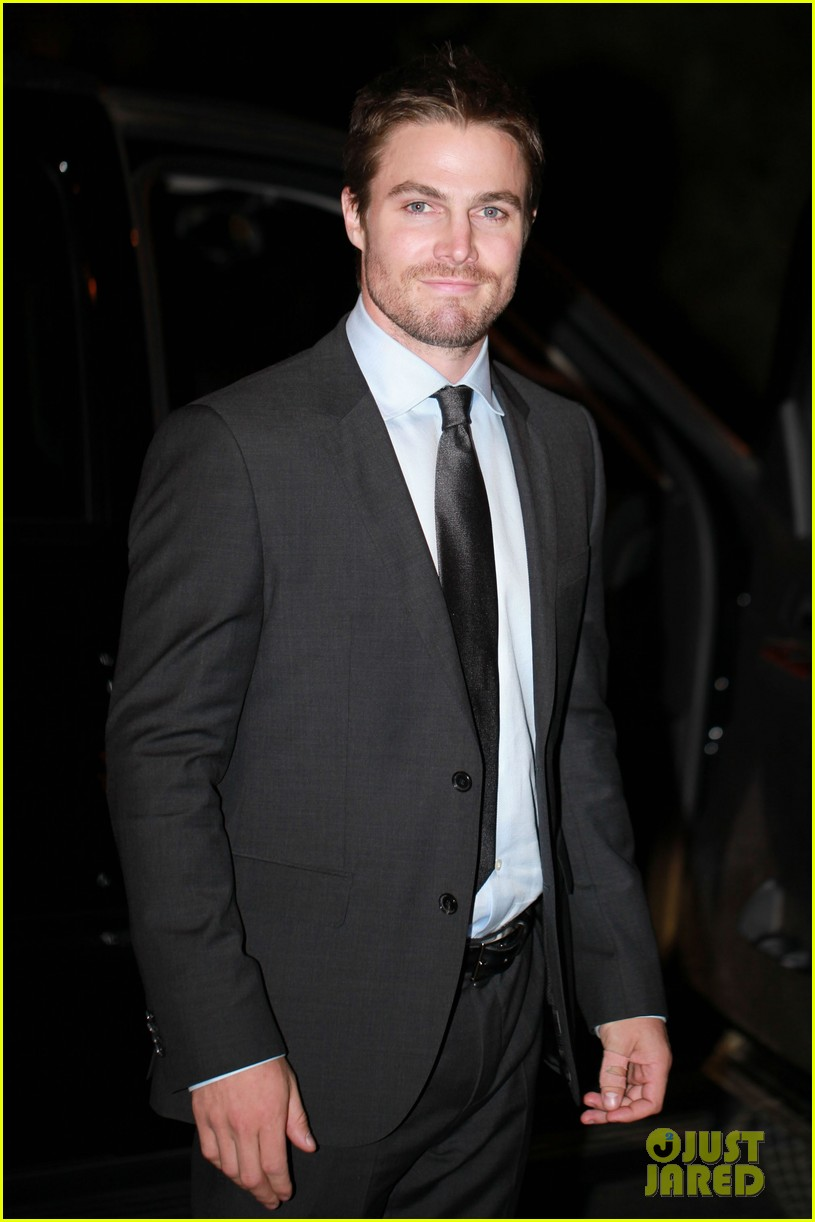 stephen amell arrow night scene 022733445