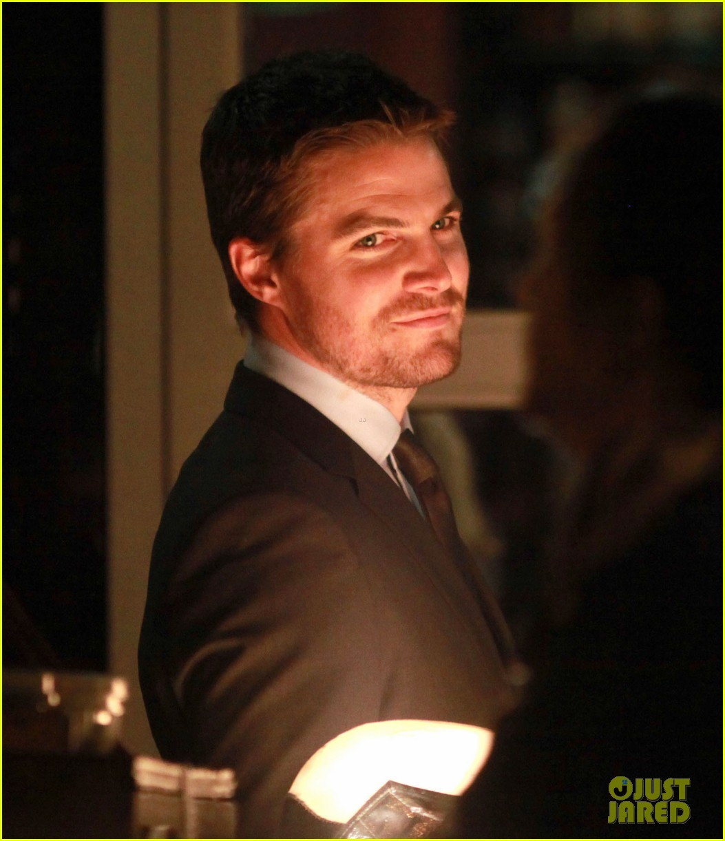 stephen amell arrow night scene 102733453