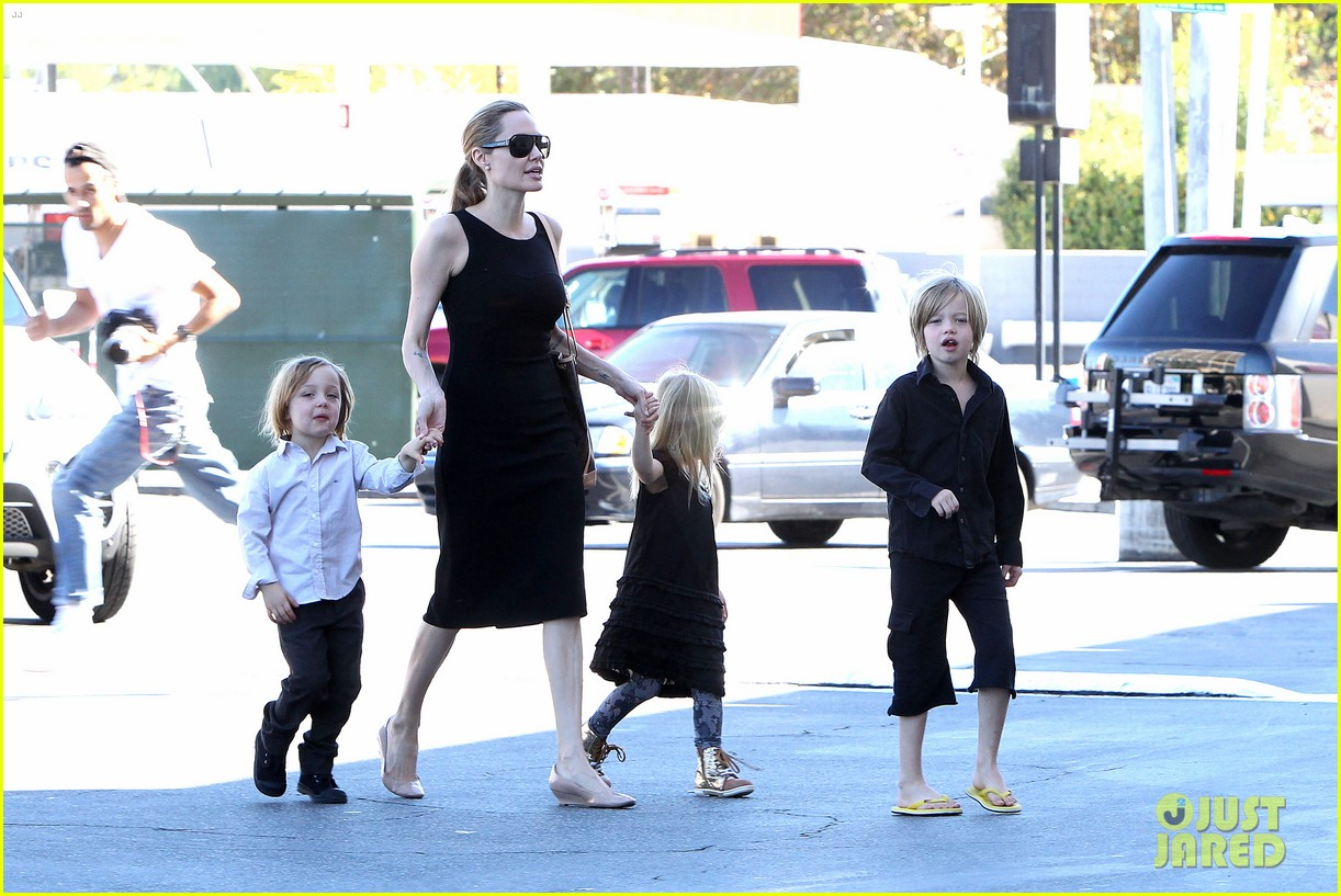 angelina jolie halloween shopping with the kids 07