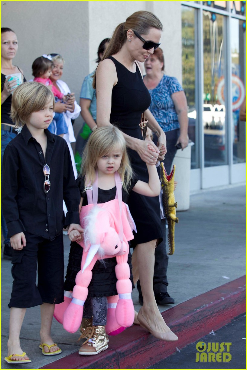 angelina jolie halloween shopping with the kids 24