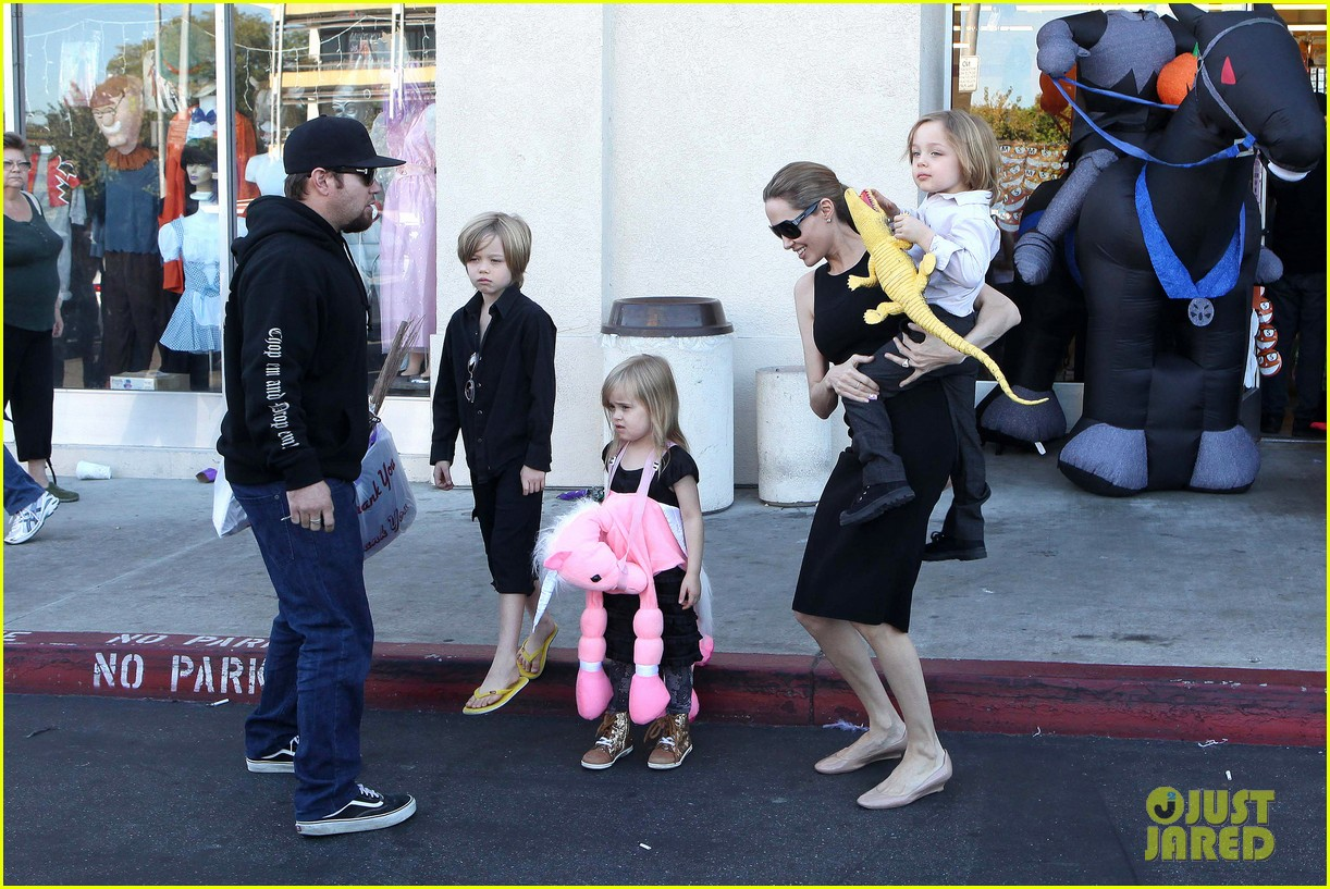 angelina jolie halloween shopping with the kids 28