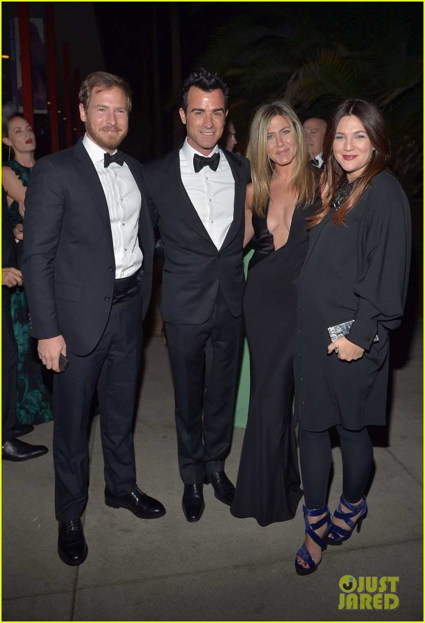 jennifer aniston justin theroux lacma gala with drew barrymore 122746692