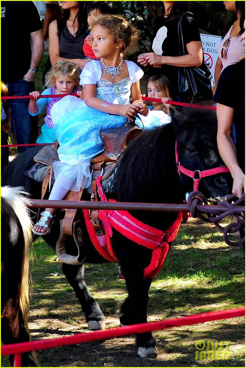 gabriel aubry nahla pony ride 042738045