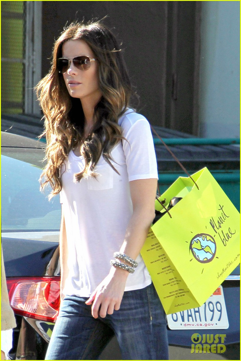 kate beckinsale planet blue shopper 01