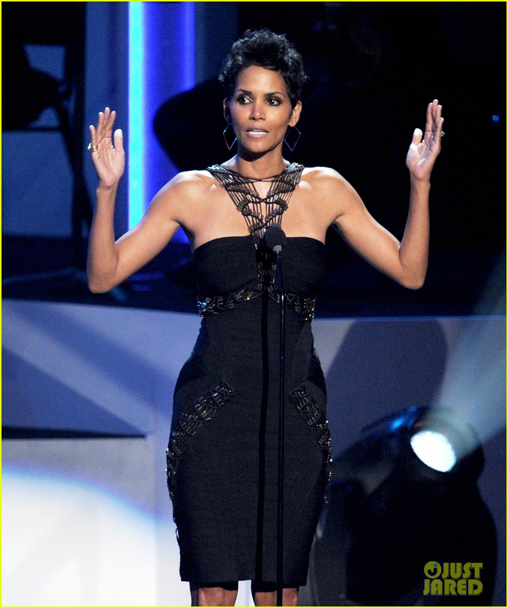 halle berry bobbi kristina whitney houston tribute 01
