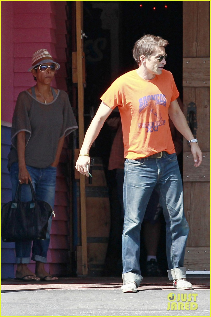 halle berry olivier martinez pink taco lunch date 05
