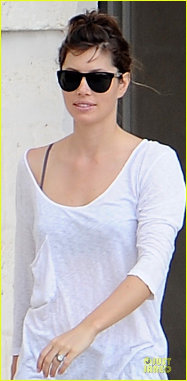 jessica biel first look wedding ring 02