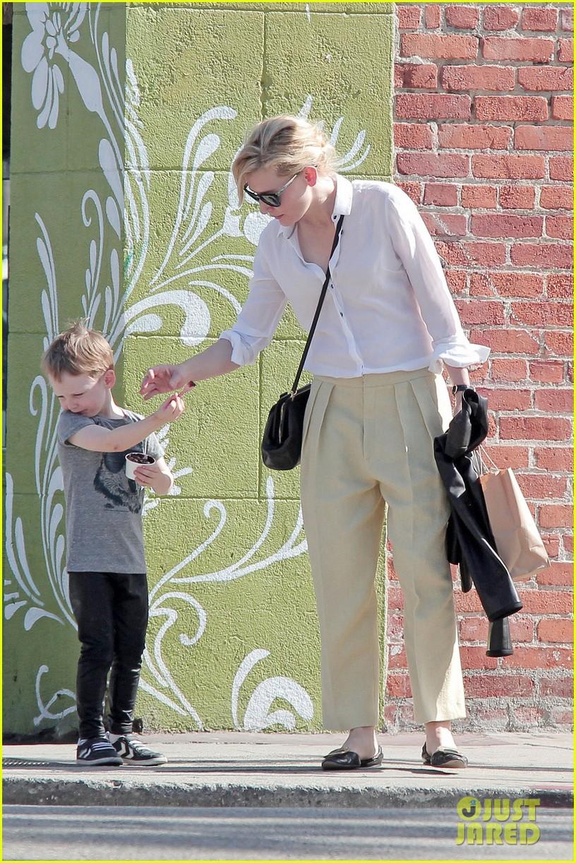 Cate Blanchett: Family Flight with Son Ignatius & Mother June! Cate Blanchett