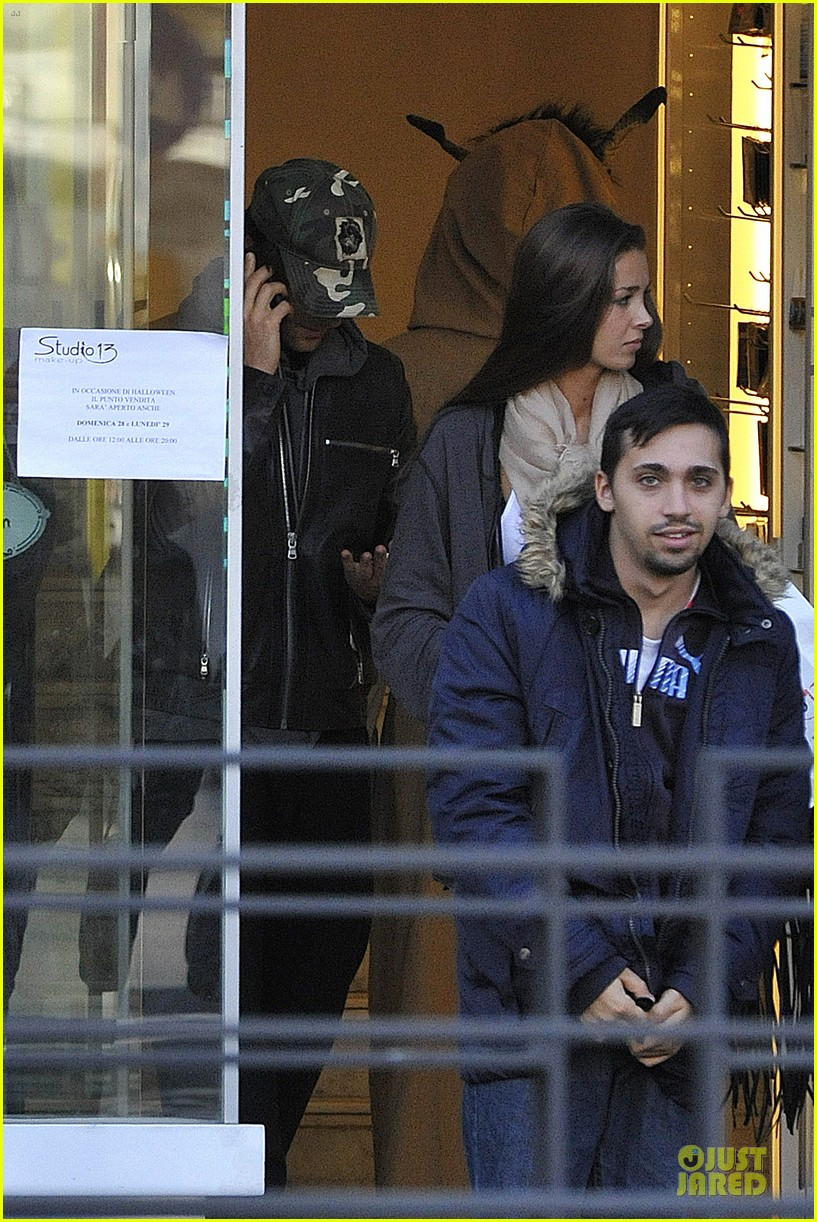 adrien brody halloween shopping in rome 202747323