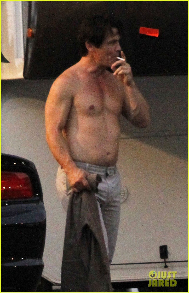 josh brolin shirtless on oldboy set 02