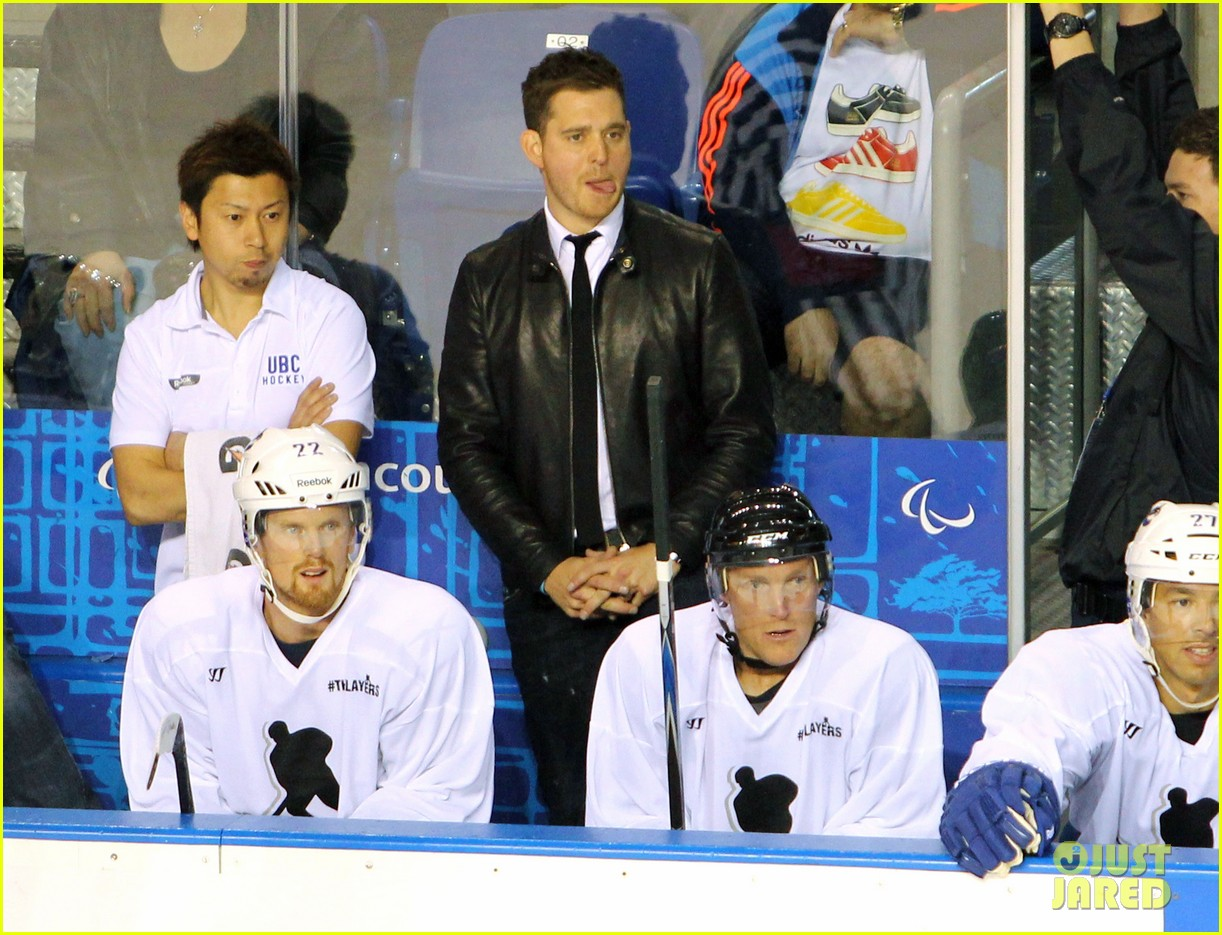 michael buble bieksas buddies charity hockey game 03