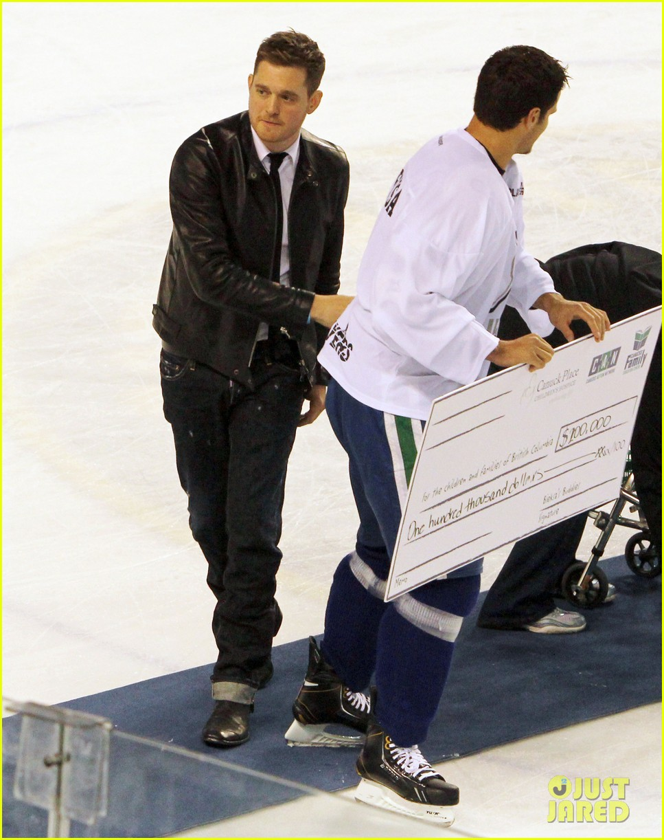 michael buble bieksas buddies charity hockey game 20