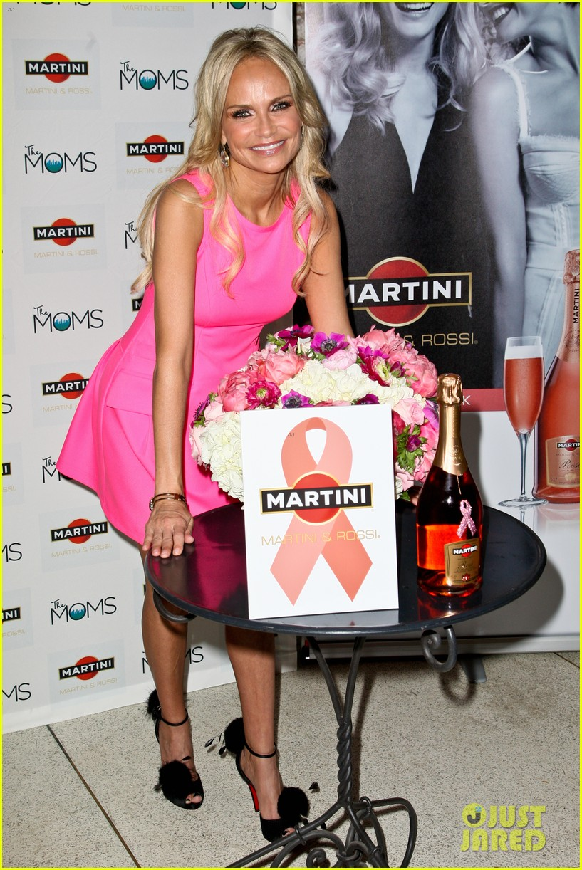 kristin chenoweth toasts to cancer survivors 092738726