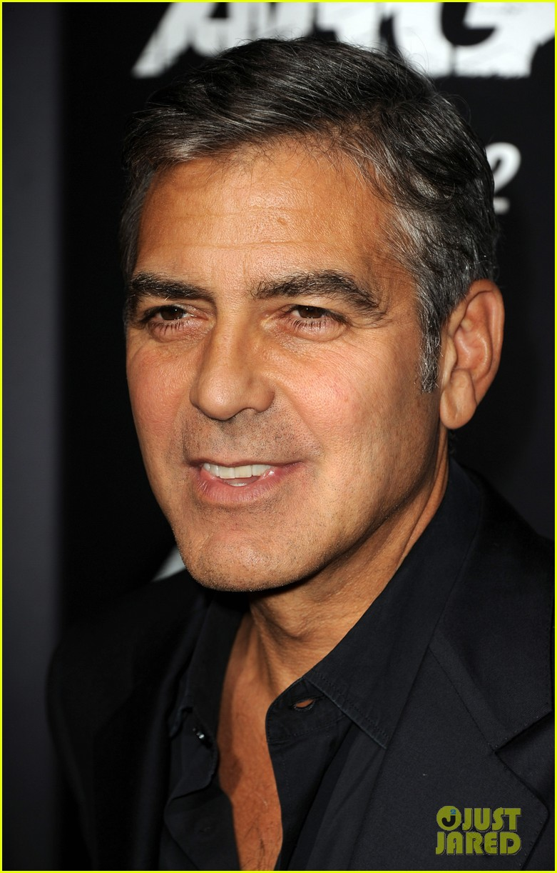 george clooney argo premiere with stacy keibler 06