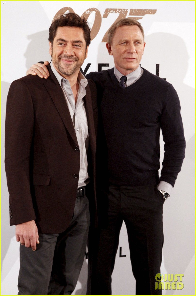Full Sized Photo of daniel craig javier bardem skyfall madrid photo ...