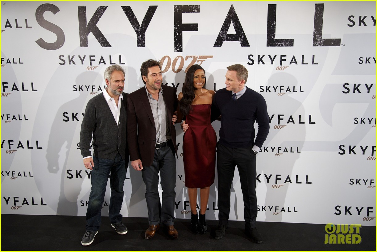 daniel craig javier bardem skyfall madrid photo call 052747487