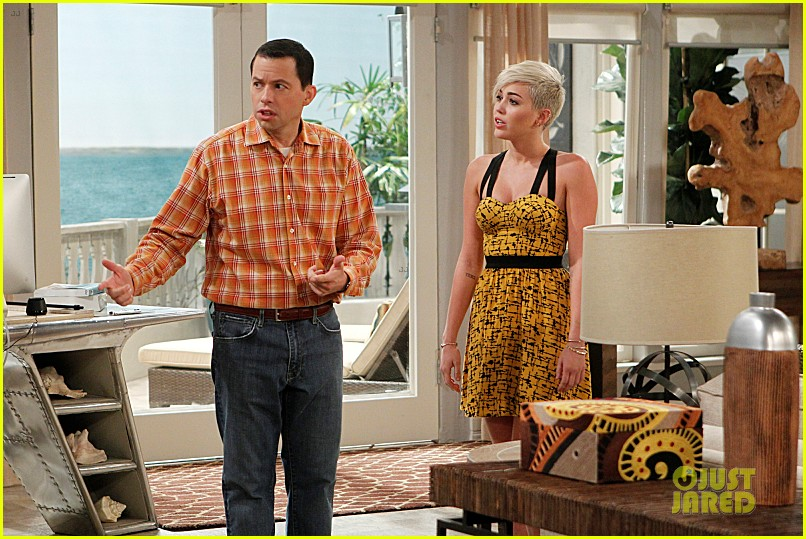 miley cyrus new two and a half men stills 04