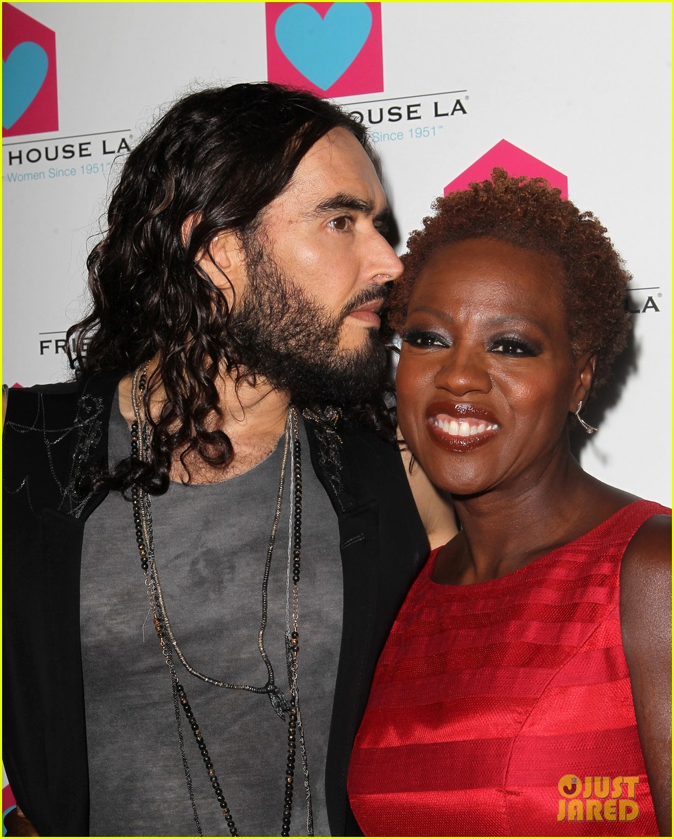 viola davis friendly house awards luncheon gala with russell brand 02