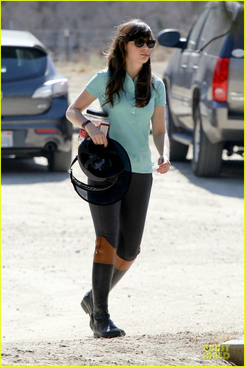 zooey deschanel horseback riding class 01