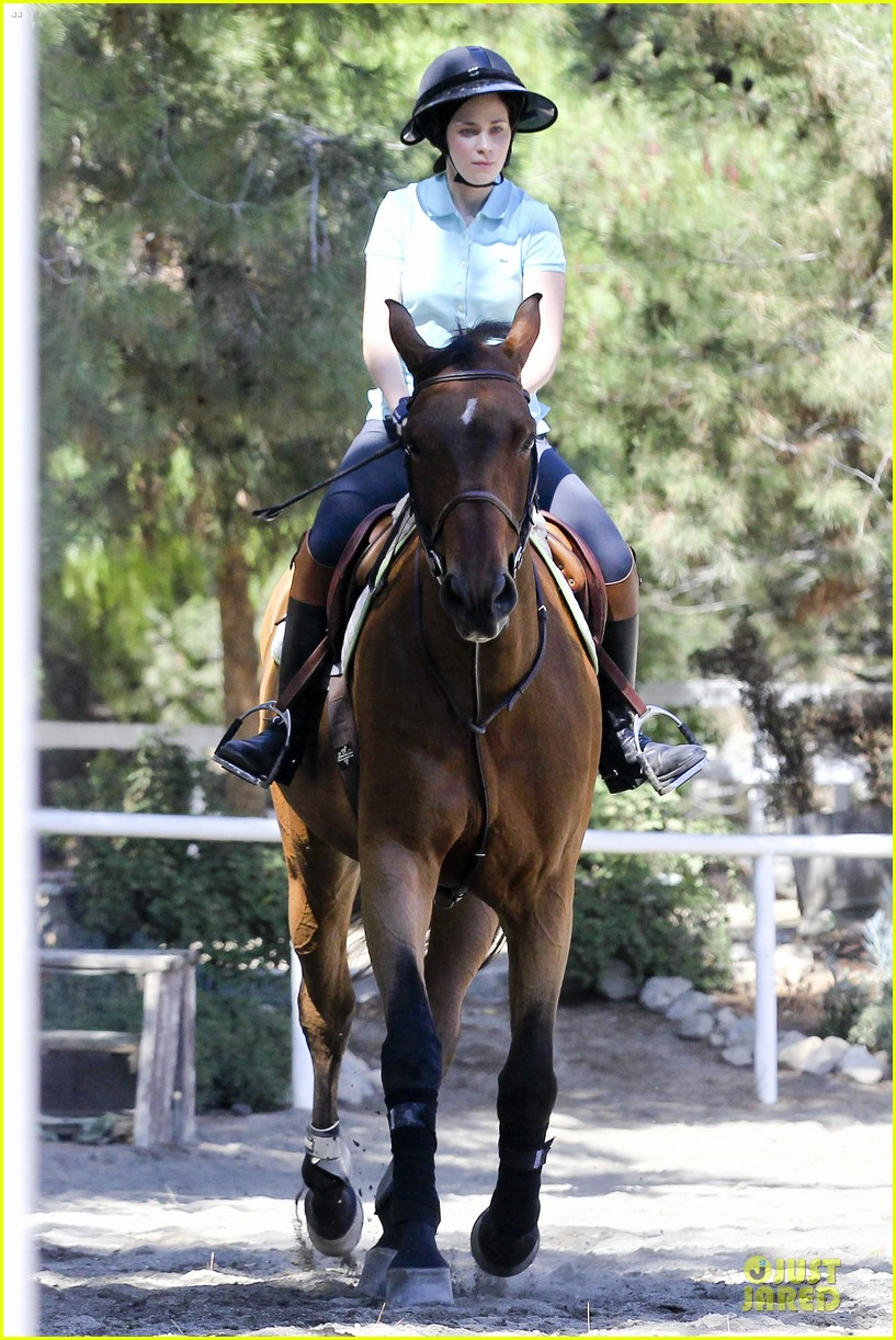 zooey deschanel horseback riding class 072741333