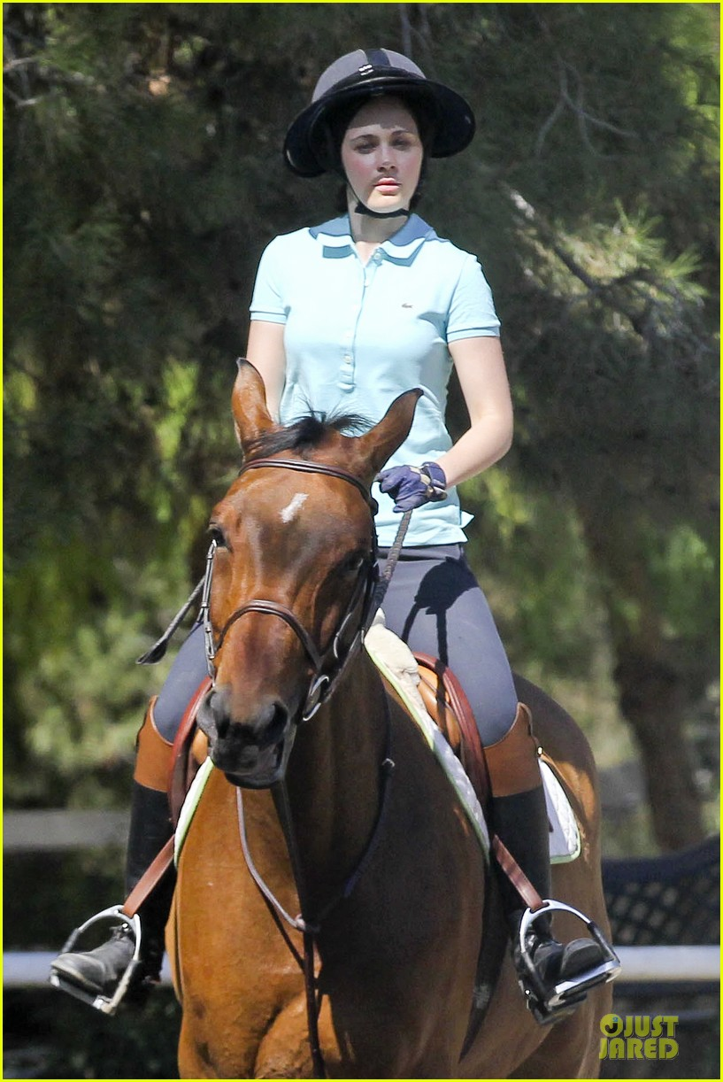 zooey deschanel horseback riding class 11