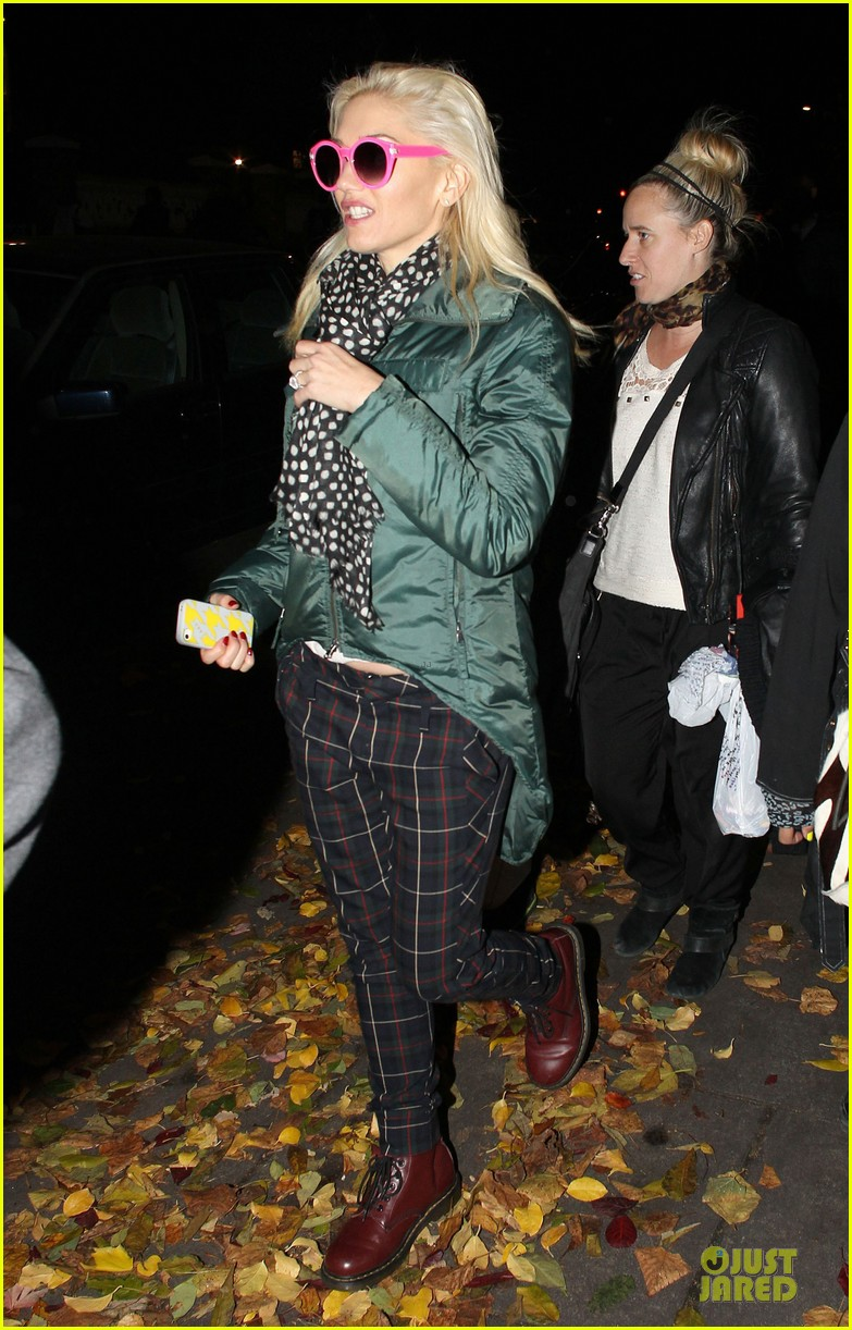 gwen stefani trick or threating with zuma 01