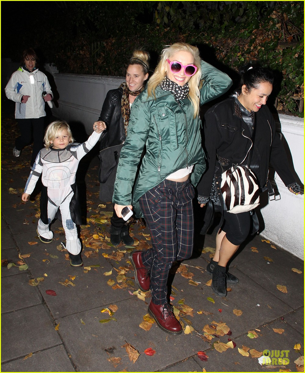 gwen stefani trick or threating with zuma 1