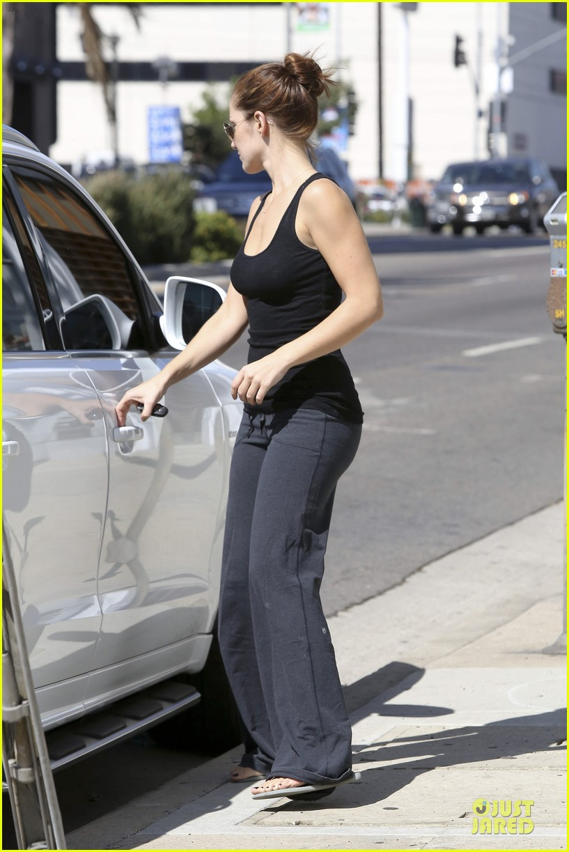 chris evans minka kelly drop off 28