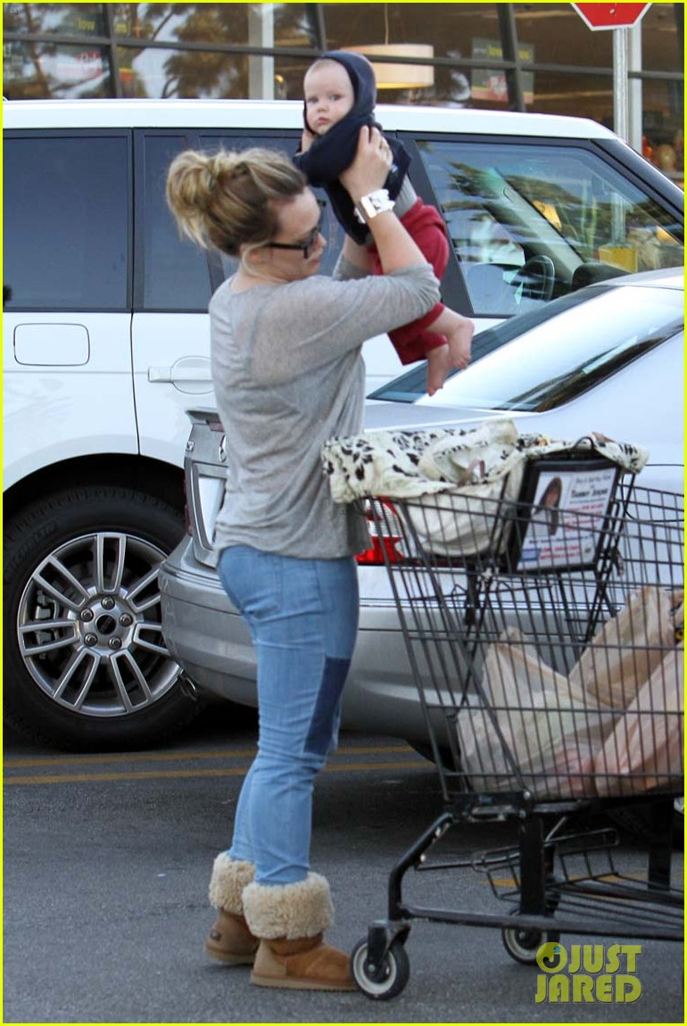 hilary duff mike comrie luca food shopping 14