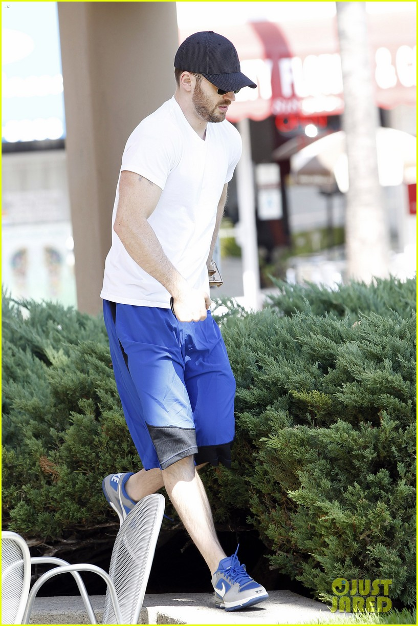 chris evans minka kelly separate lunch outings 03