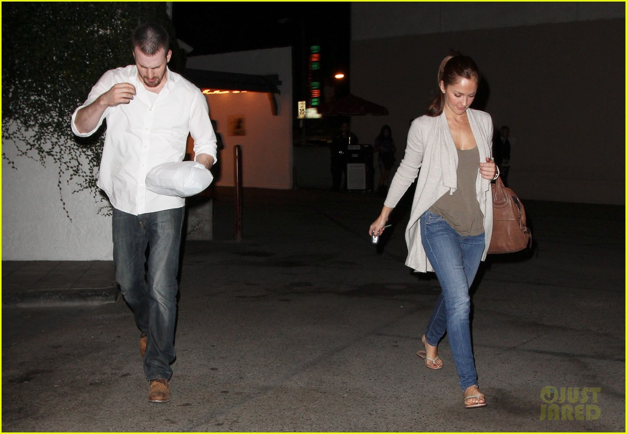 minka kelly chris evans casa vega dinner 01