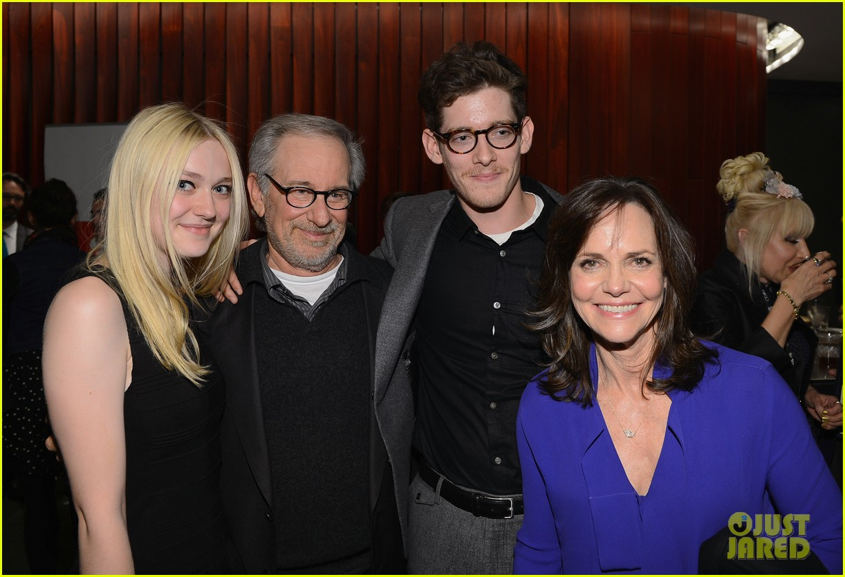 dakota fanning steven spielberg lincoln nyff screening 01