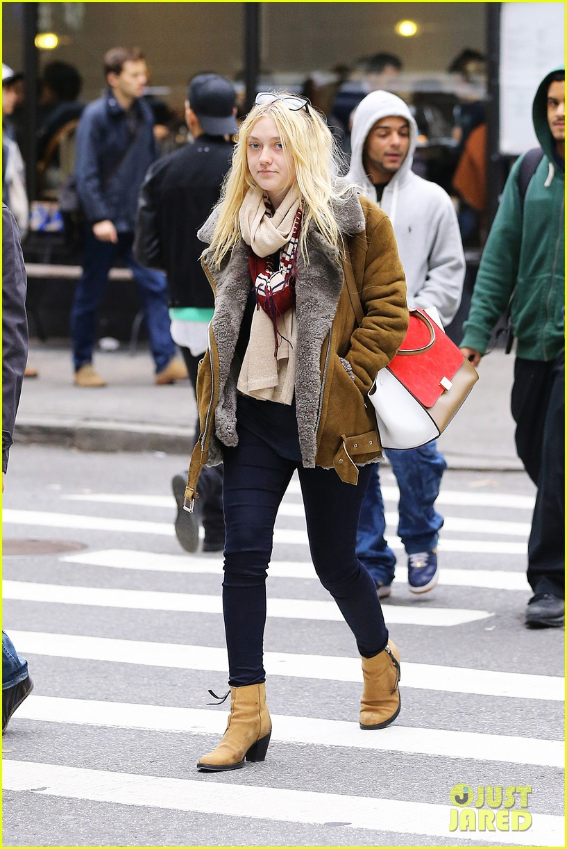 dakota fanning soho shopping 01