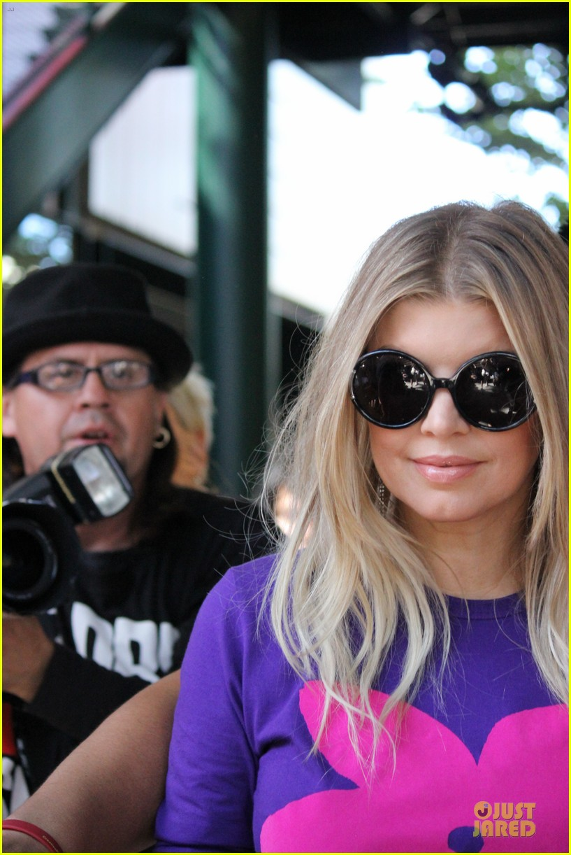 fergie extra appearance at the grove 112739386